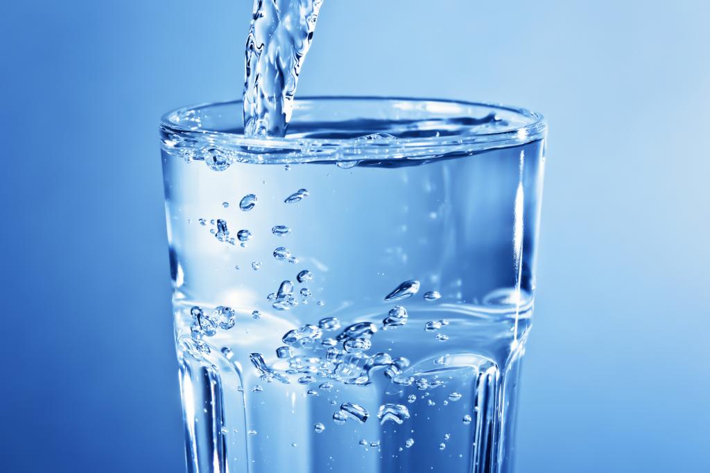 XDerk3AV-photo-boire-eau