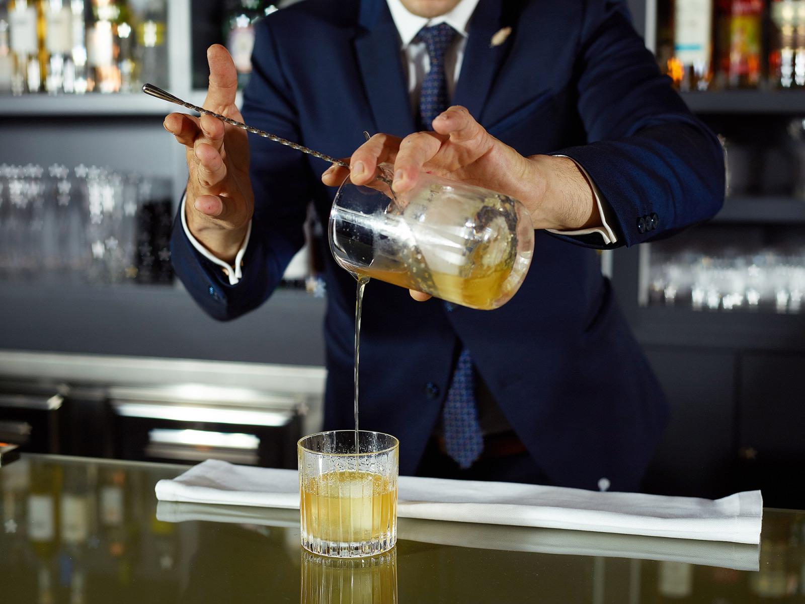 la-demeure-du-parc-cocktails-le-bar-du-parc-size-433090-1600-1200